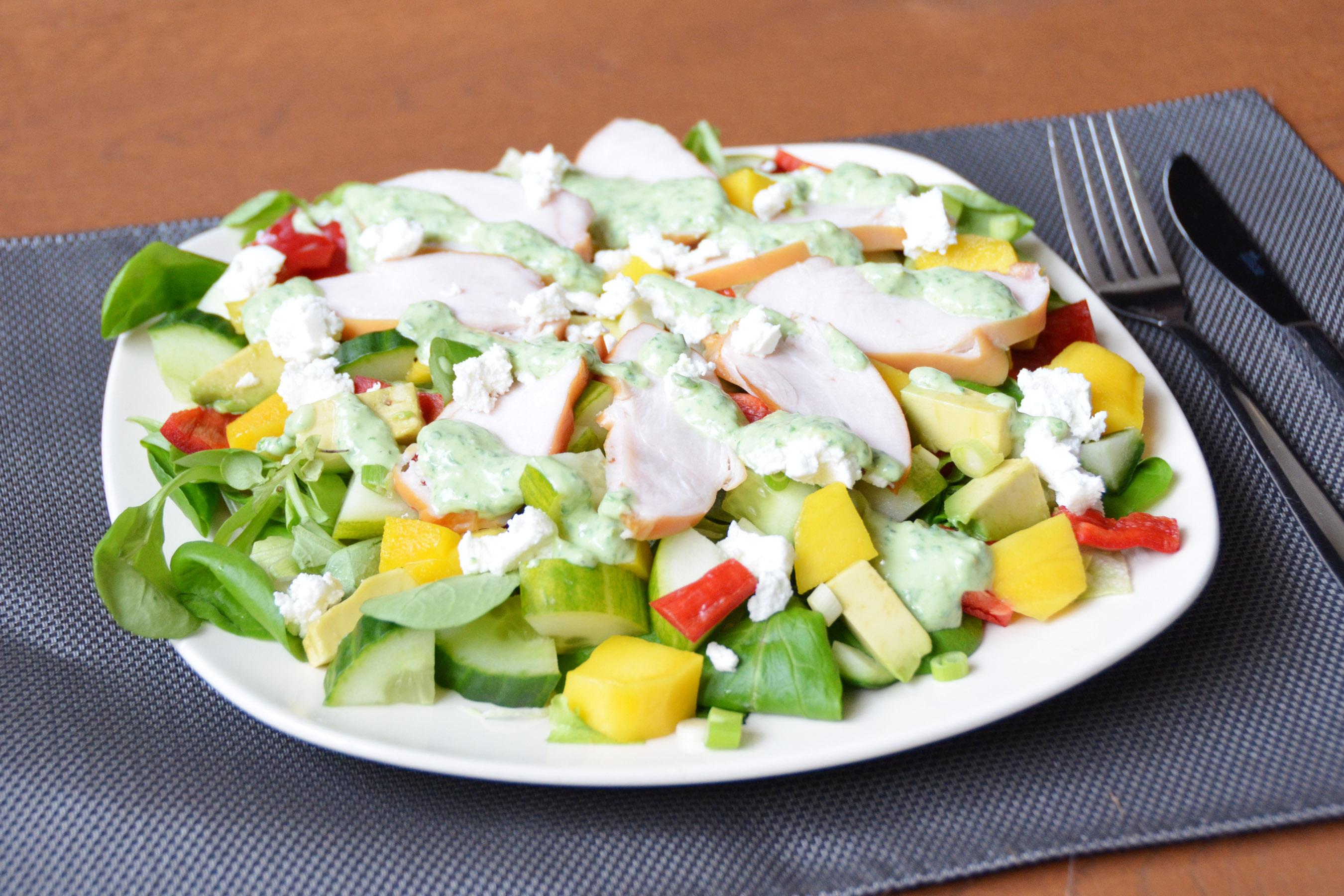 Salade met kip, mango en geitenkaas
