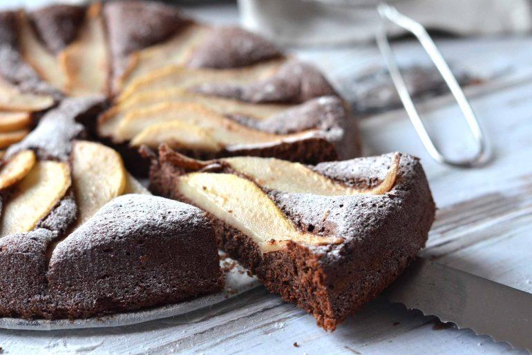 Kruidige chocoladetaart met peer