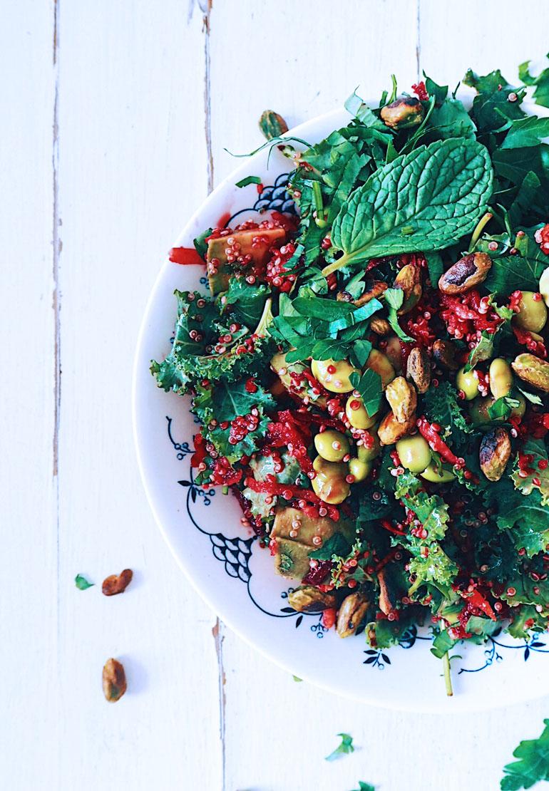 vegan quinoa salade met boerenkool en biet