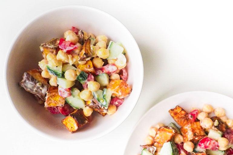 VEgan zoete aardappel salade met kikkererwten