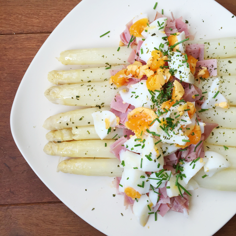 gezonde asperges met ham en ei