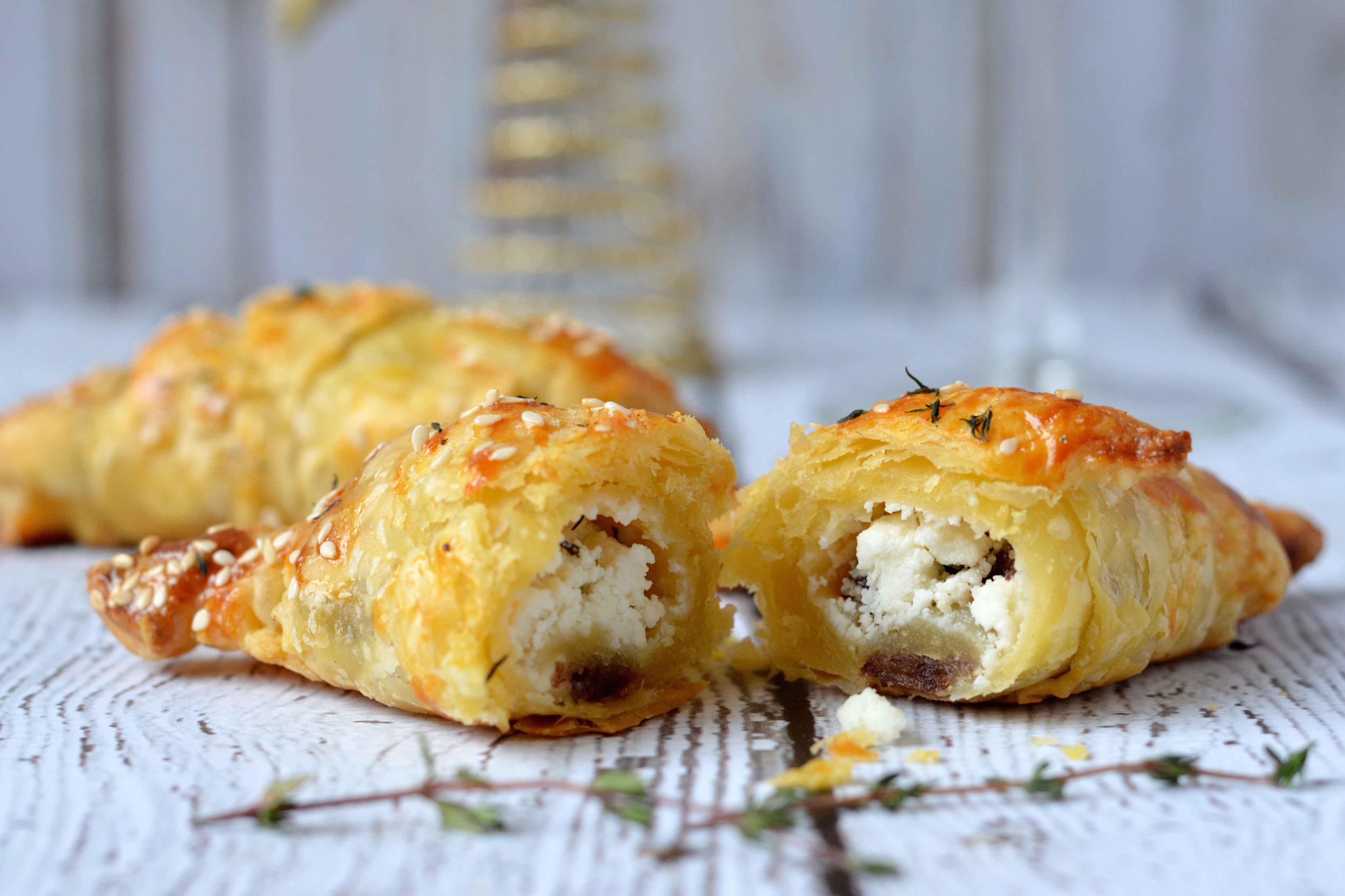 Bladerdeeg Croissant Met Geitenkaas Dadels En Tijm Healthinut